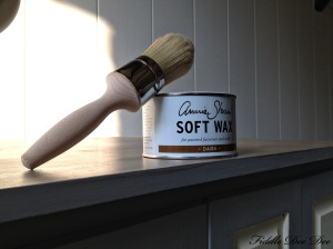 Annie Sloan Dark Wax and wax brush