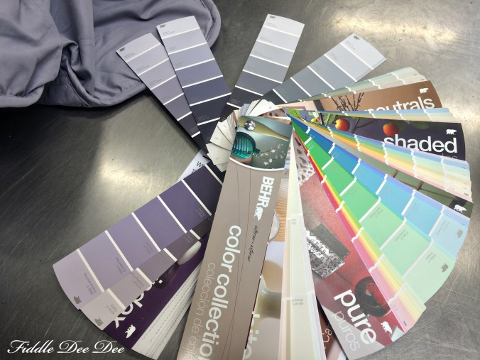 Wouldn't you just love to have this ring of paint samples on hand at home all the time?