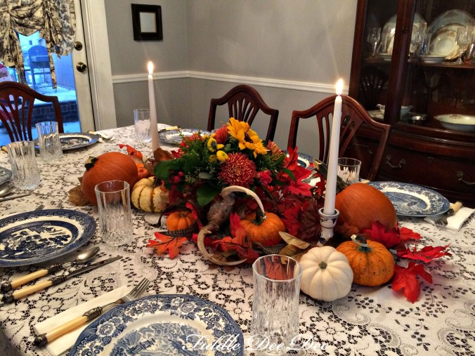 blue-willow-autumn-tablescape-oh-fiddedeedee-com