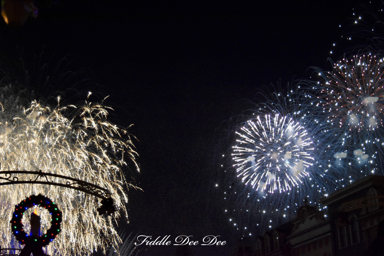Chirstmas-Fireworks | FIddle Dee Dee
