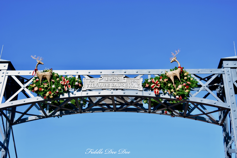 Disney-Springs-Wreath | ohfiddledeedee.com
