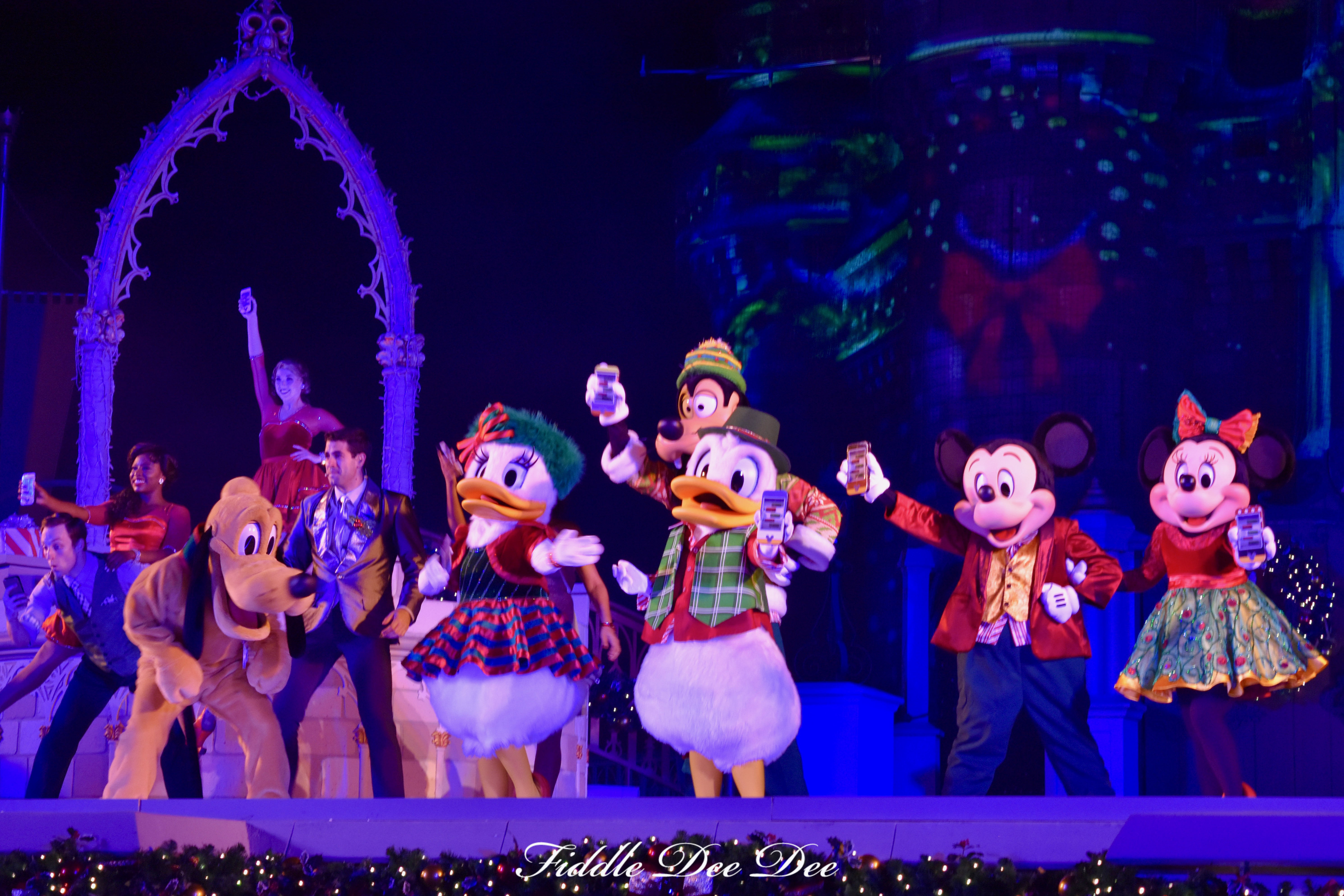 Mickey-and-Friends-Christmas | Fiddle Dee Dee