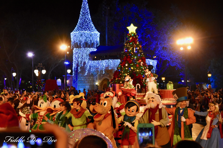 Mickeys-Christmas-Parade | Fiddle Dee Dee