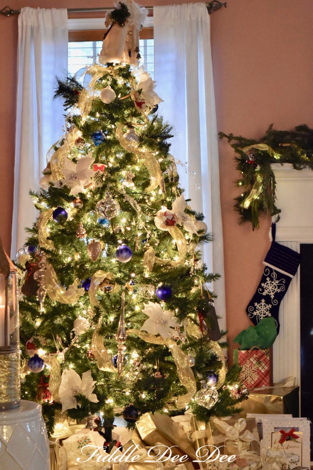 2017-living-room-tree