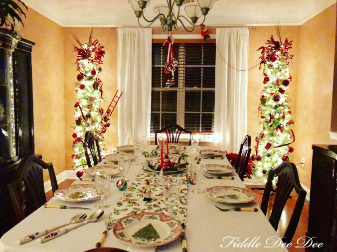 twinkle-light-christmas-dining-room
