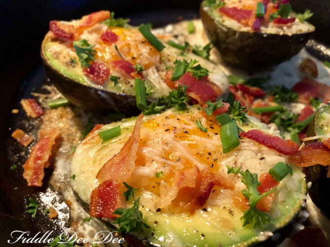 Egg-Baked-in-Avocado