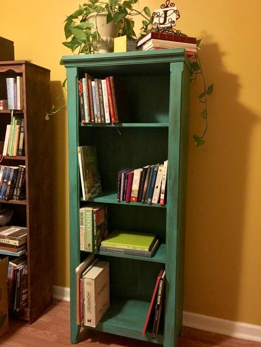 Painted Target Bookcase / ohfiddledeedee.com