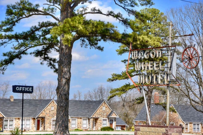 Historic Wagon Wheel Motel / Oh FIddle Dee Dee
